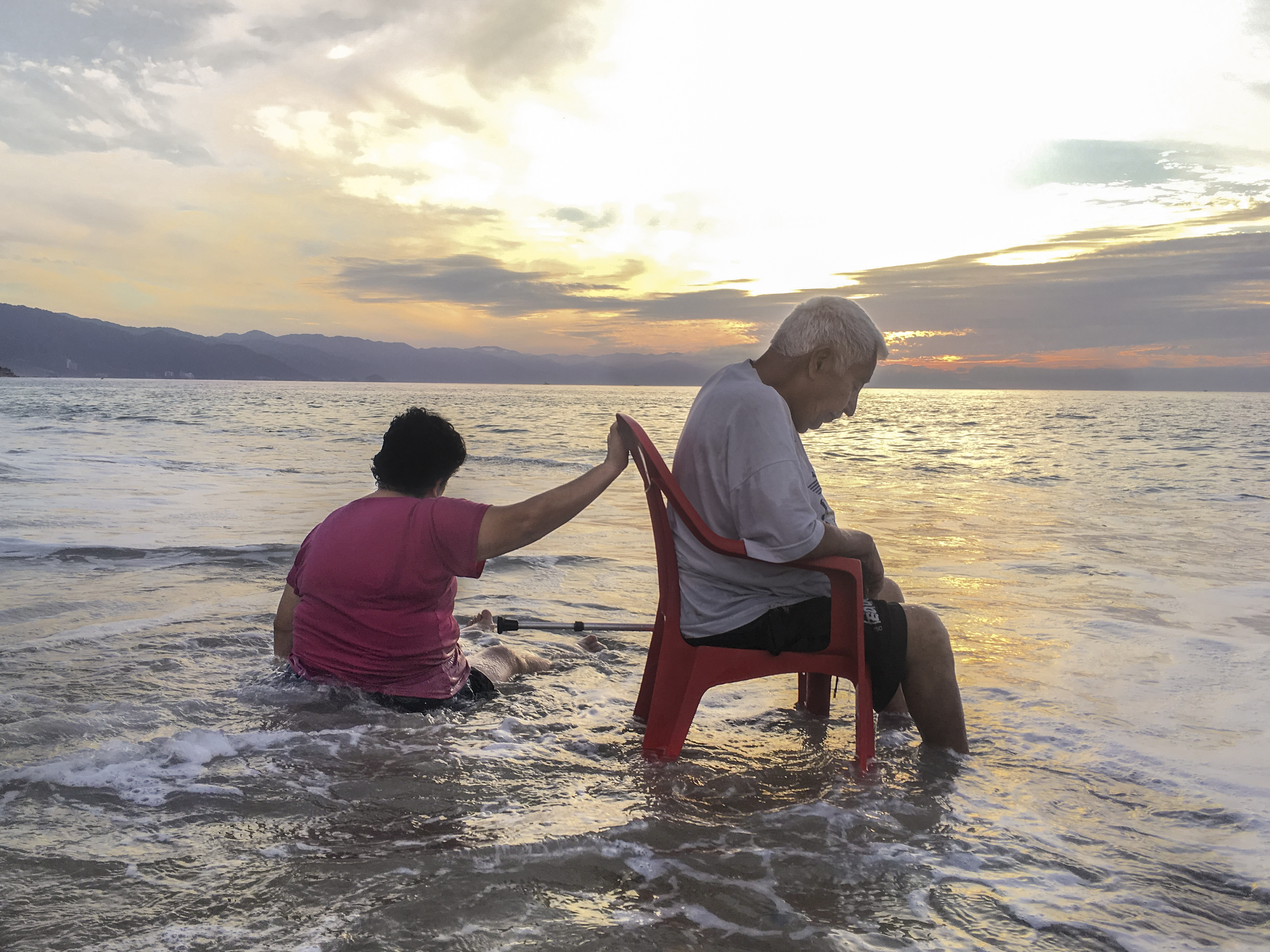 01_Couple Vallarta Beach Xmas 2018_IMG_8944 FINAL 2019